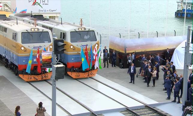 Железную дорогу Баку - Тбилиси - Карс торжественно открыли в Азербайджане