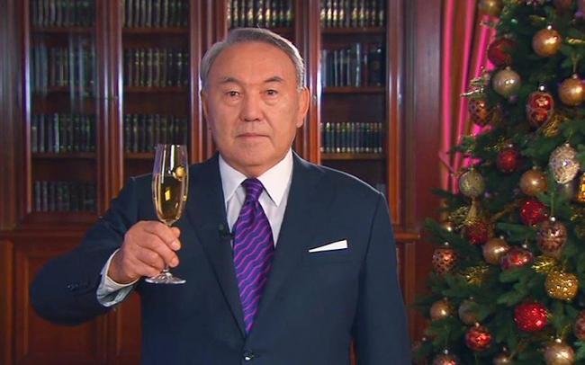 Нурсултан Назарбаев поздравил казахстанцев с Новым 2015 годом