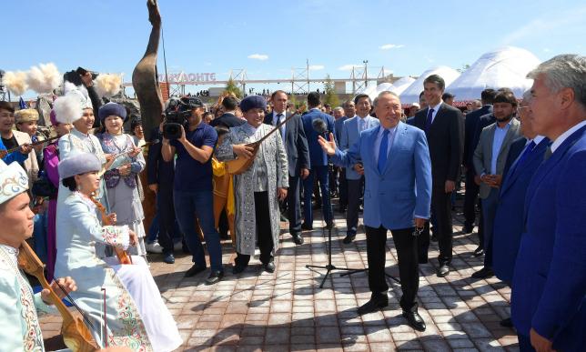 Президент Казахстана посетил ипподром «Казанат»