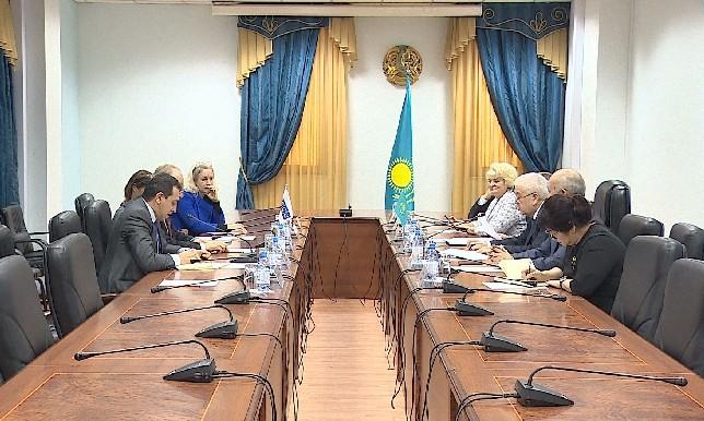 Сыртқы істер министрі Е.Ыдырысов халықаралық байқаушылар тобымен кездесті