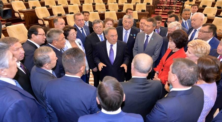 Назарбаев призвал парламент научиться разъяснять законы населению