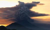 Тысячи туристов застряли на Бали из-за извержения вулкана