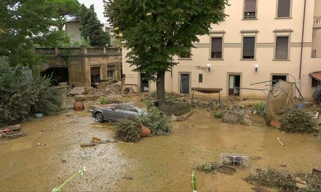 Проливные дожди привели к наводнениям и оползням в центральной Италии