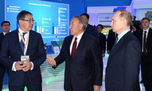 Президенты Казахстана и России посетили образовательную выставку