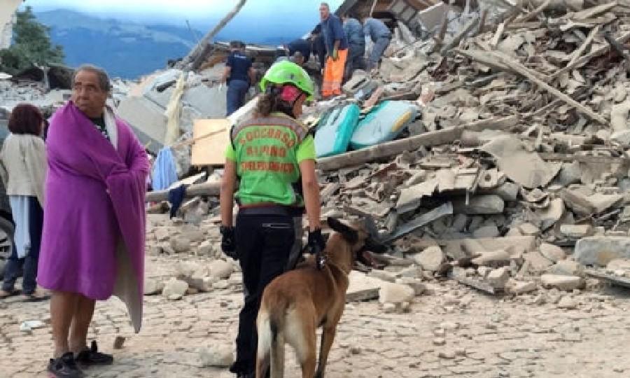 Землетрясение разрушило итальянский город Аматриче, люди под обломками