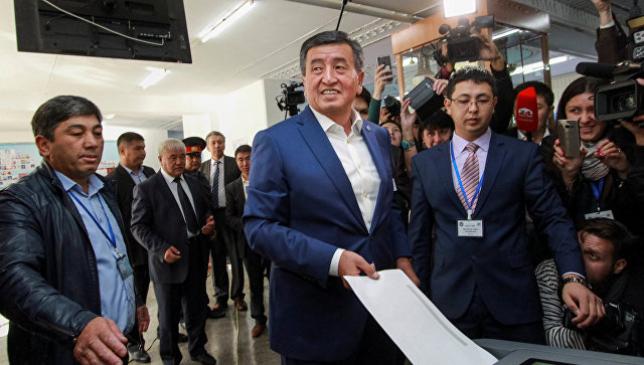 С.Жээнбеков Қырғызстандағы президенттік сайлауда көш бастап келеді