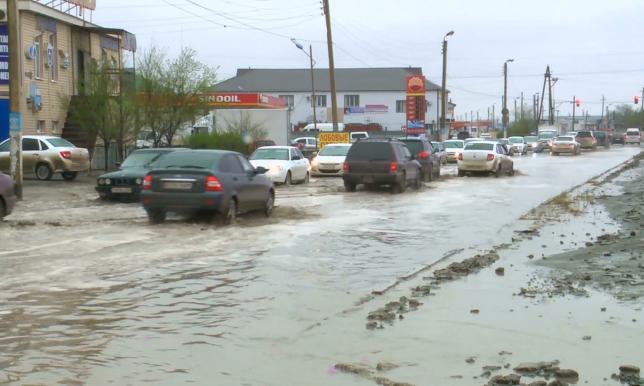 Дожди размыли грунтовые дороги в пригороде Атырау