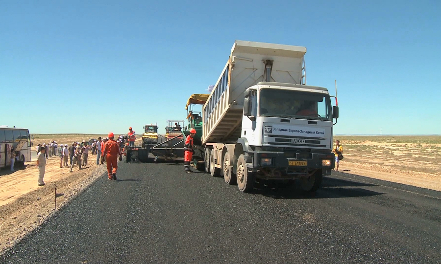 В Казахстане отремонтируют более 2 тысяч км дорог