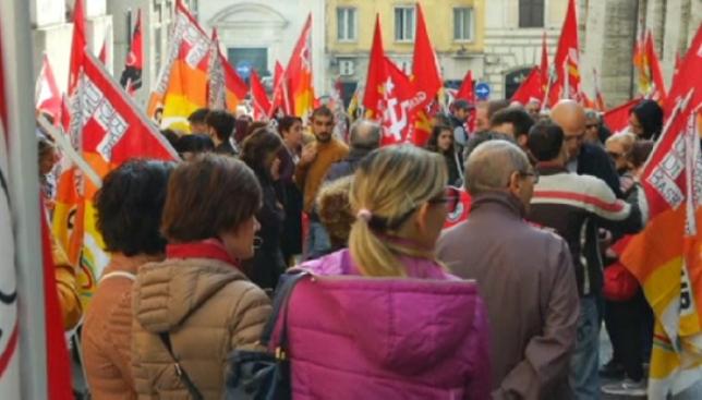 Италия жұртшылығы әлеуметтік саясатқа қарсы