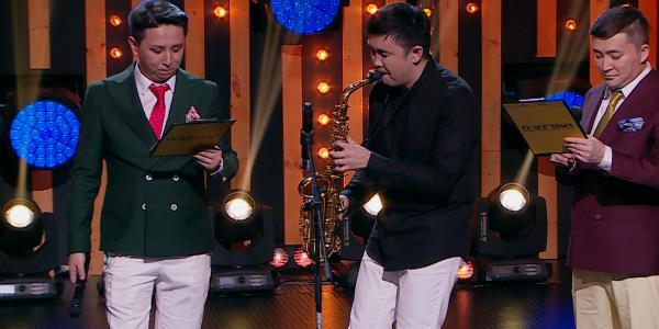 Ермек Меденов саксофон үнімен шағын оқиға жасады