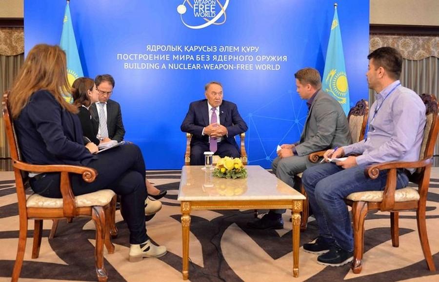 Глава государства дал интервью представителям зарубежных СМИ в рамках антиядерной конференции