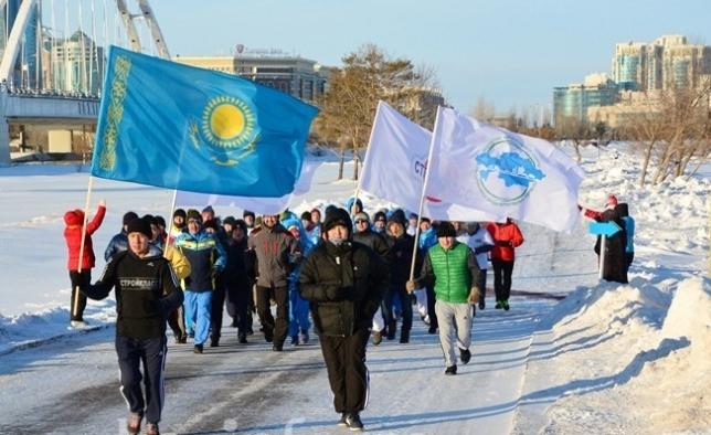 Дед Мороз принял участие в марафоне в Астане