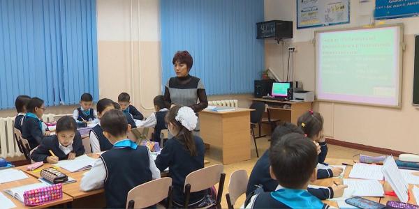 В пяти школах столицы экспериментально внедрят латиницу