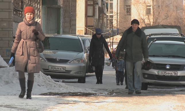 В Усть-Каменогорске сотни человек получили травмы в гололед