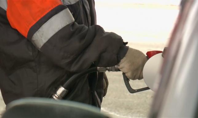 Стоимость бензина на АЗС в отдаленных районах ЗКО за сутки не снизилась