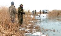 В Прииртышье спасают молодь рыбы из замороопасных водоёмов