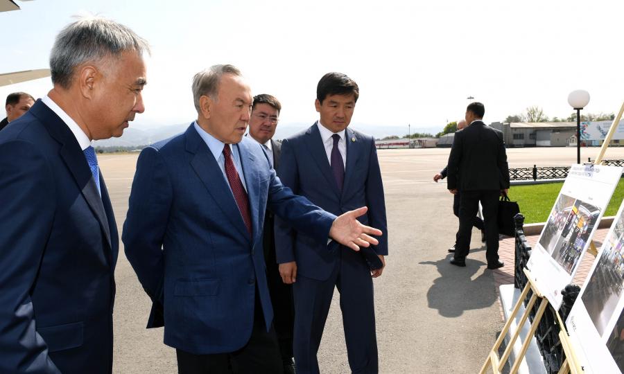Нурсултан Назарбаев ознакомился с планом развития международного аэропорта Алматы