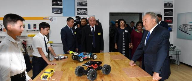 Президент Казахстана посетил Академию творчества в Актобе
