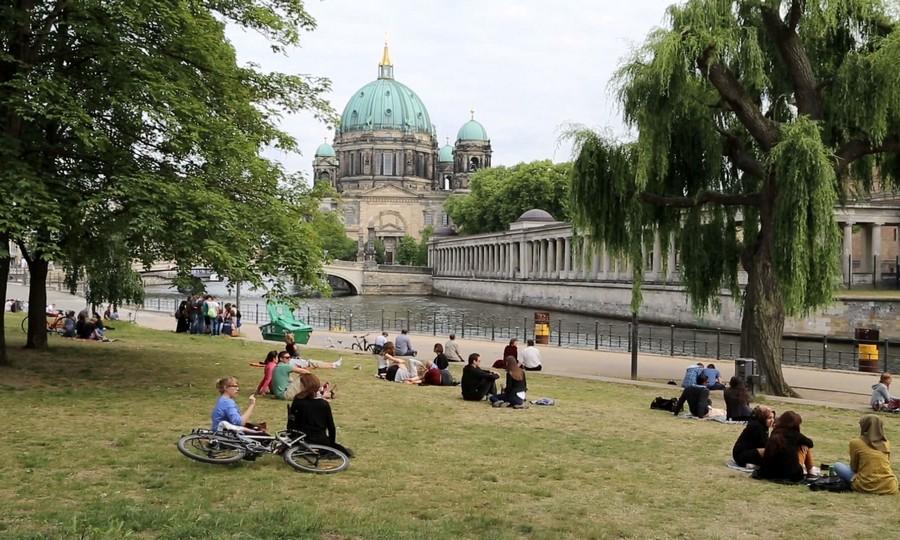 Жителей Германии обяжут запастись водой и продовольствием на случай ЧП