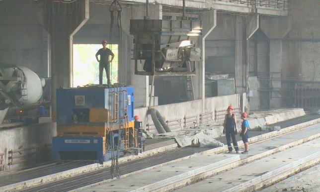 Индустриализация в действии: на железобетонном заводе Семея увеличивают количество рабочих мест