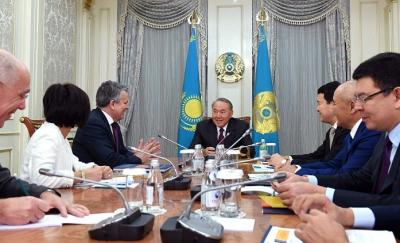 Президент РК провел встречу с главным исполнительным директором концерна Royal Dutch Shell