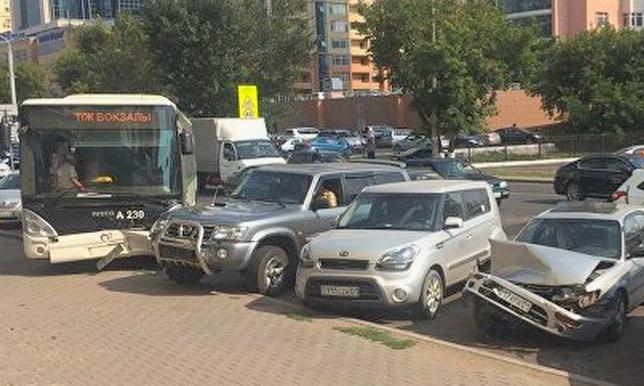 Причина ДТП с участием автобуса в Астане пока не установлена