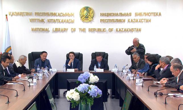 Свою оценку новому проекту казахского алфавита дали писатели и филологи