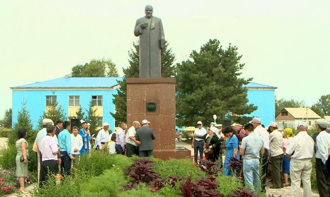 Предприниматели в ВКО за свой счет устанавливают памятники батырам и акынам